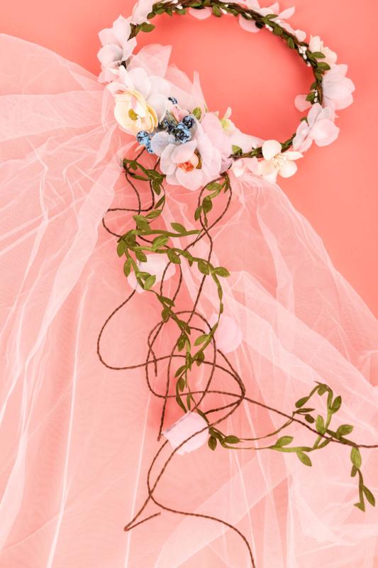 A & ONE Virágokkal És Szalaggal És Fátyollal Díszített Fejpánt