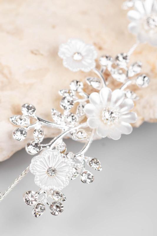 A & ONE Ezüst Színű, Fehér Gyöngyházfényű Virágokkal És Strasszokkal Díszített Kontydísz